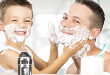 baby shaves with dad 3